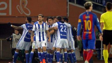 El Barça vuelve a tropezar ante la Real y recibirá al Madrid el sábado a seis puntos (1-1)
