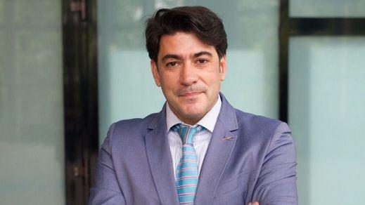 Cifuentes 'riñe' a David Pérez pero no hará nada por sacarle del PP madrileño ni de su escaño