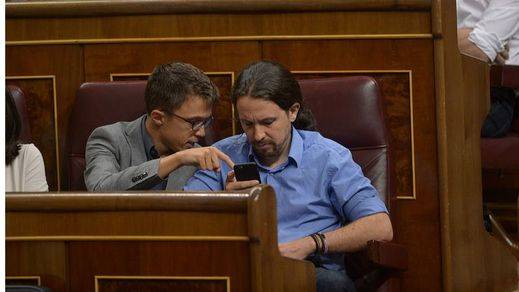 Los 'rivales' Iglesias y Errejón sí están de acuerdo en no celebrar el Día de la Constitución