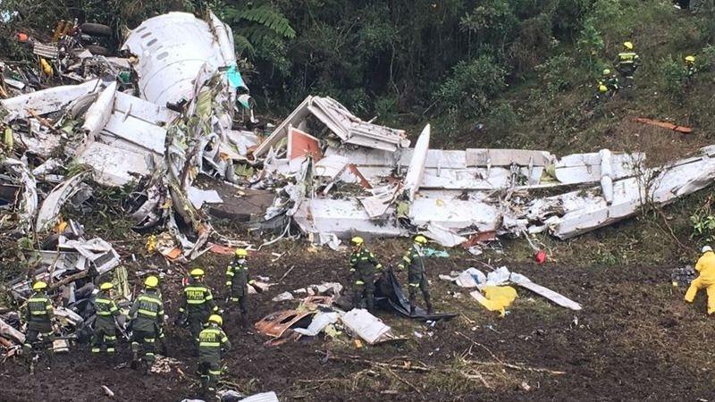 Accidente de avión del Chapecoense: el aparato se quedó sin combustible y tuvo un apagón