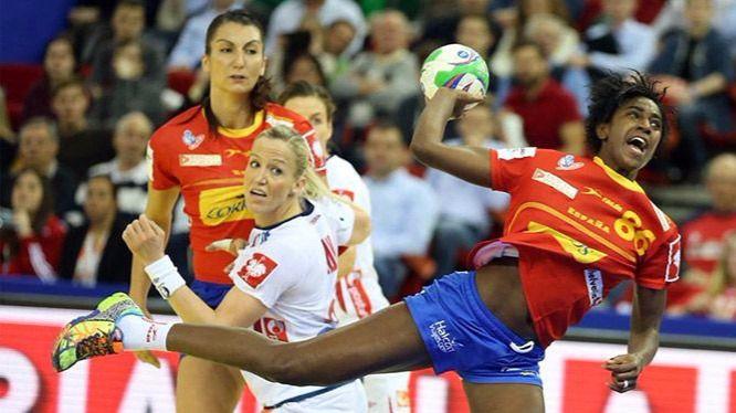Las 'guerreras' siguen si dar la talla en el Europeo: también pierden ante Serbia (23-25)