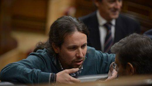Iglesias promete forzar un referéndum si PP, PSOE y C's pactan solos una reforma constitucional
