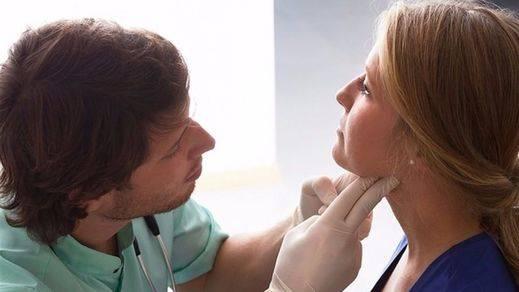 Los enfermeros exigen al Gobierno una subida salarial tras el