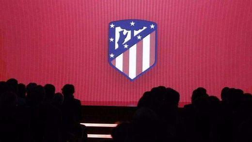El Atlético de Madrid estrena escudo y rebautiza a su nuevo estadio