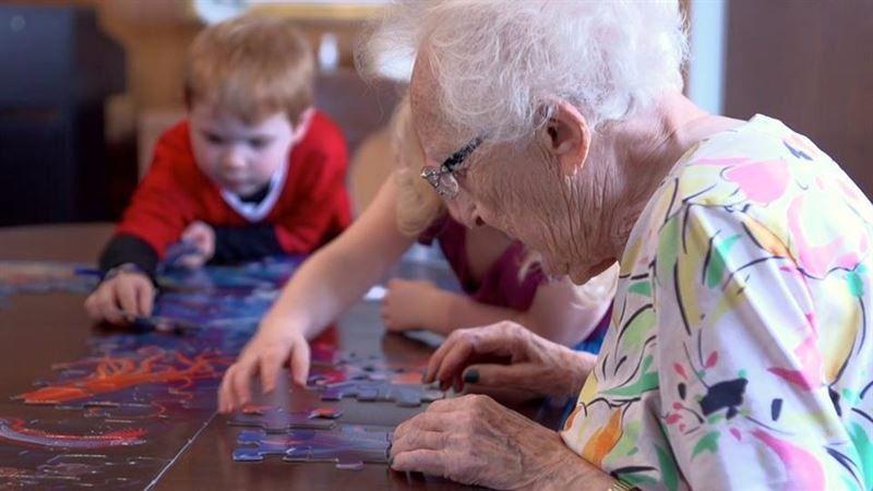 abuelos ancianos niños