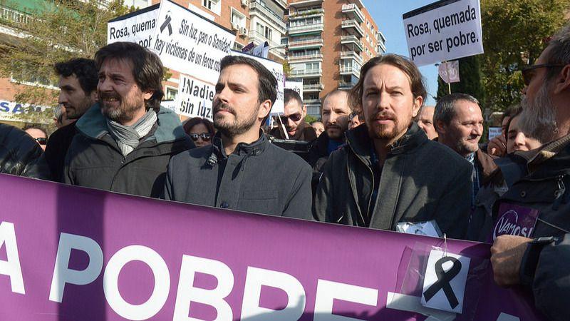 Pablo Iglesias, Alberto Garzón y Rafael Mayoral en la protesta ante la sede de Gas Natural