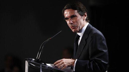 Rajoy vuelve a ser tiroteado por fuego 'amigo': Aznar critica que se dialogue con Cataluña