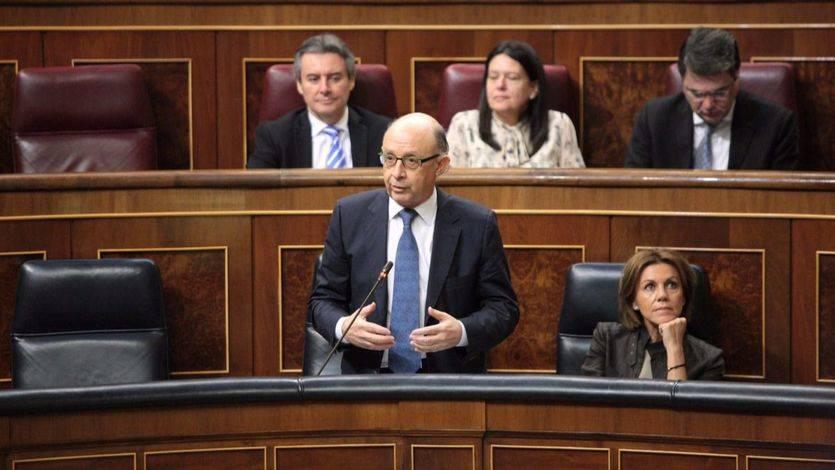PSOE y C's facilitan al Gobierno la subida de impuestos especiales y los nuevos objetivos de déficit