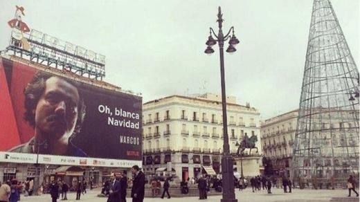 Carmena no retirará el cartel de 'Narcos' de la Puerta del Sol pese a la petición diplomática de Colombia