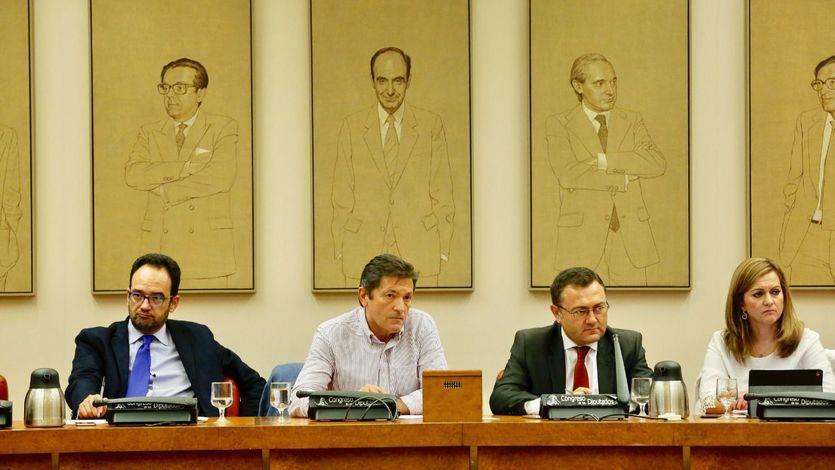 Javier Fernández, en su primera reunión con el Grupo Parlamentario Socialista.