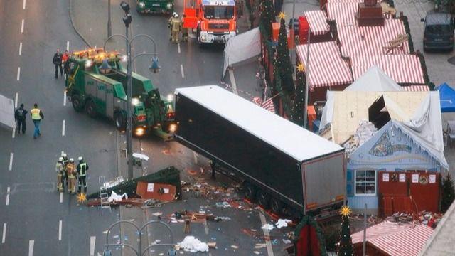 El español herido en Berlín relata el ataque: 'Oí al camión chocando, me giré y lo tenía en mi puta cara'