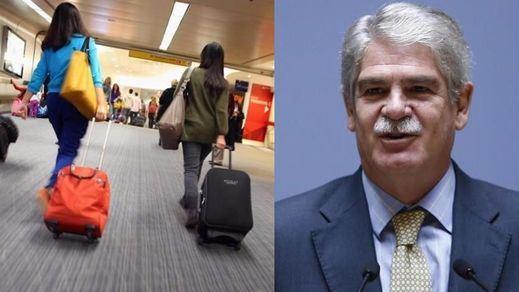 El Gobierno asegura que los jóvenes que salen de España lo hacen por
