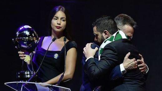 Emotiva entrega al Chapecoense del título de campeón de la Copa Sudamericana