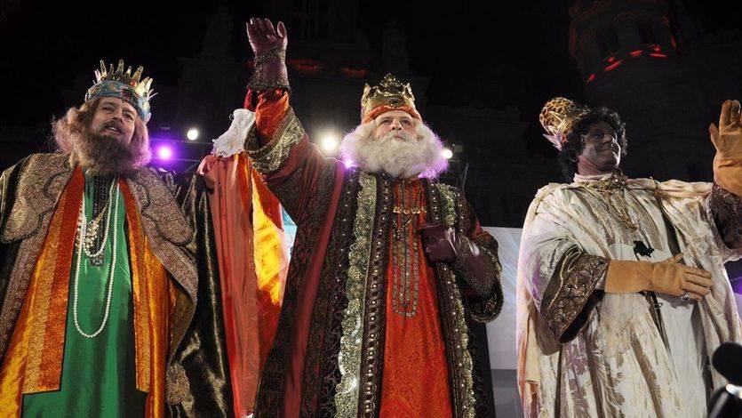 Los Reyes Magos al concluir la tradicional Cabalgata de Madrid