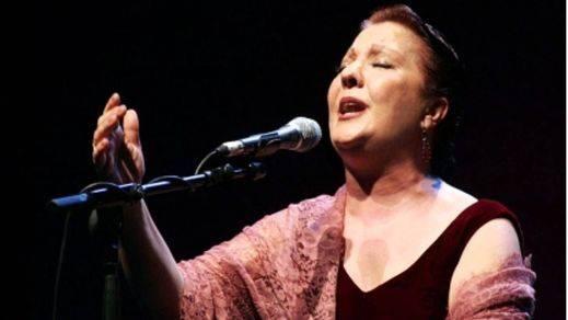 La mítica Carmen Linares, la mejor voz del flamenco, canta 'Verso a verso' a Miguel Hernández (vídeoentrevista)