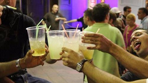 Los jóvenes y el alcohol: del borracho valiente, se ríe la gente