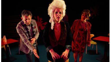 La mítica 'cantante calva' de Ionesco se actualiza y se mete en un McDonlads