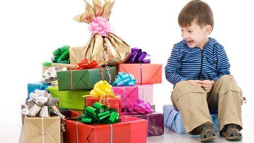 ¿Su hijo ha recibido muchos regalos de Reyes?: sepa los problemas psicológicos que acarrea