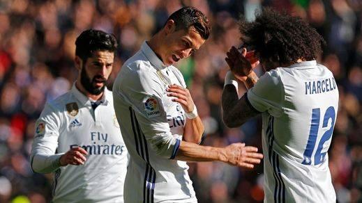 El Madrid se regala en Reyes una 'manita' frente al Granada (5-0) y el Atlético cumple en Eibar (0-2)