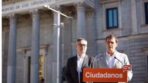 Rivera corrige a su vicesecretario y asegura que la limitación de mandatos compromete a Rajoy