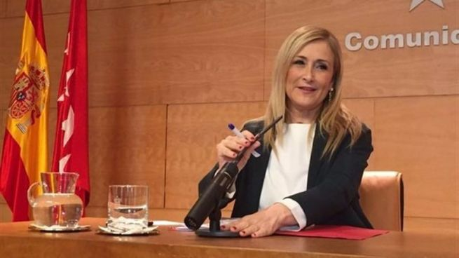 Cifuentes se planta ante Rajoy con su propuesta firme de primarias en el PP