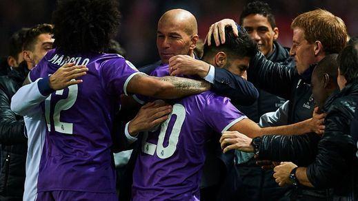 Copa: un gol de Benzema sobre la bocina mantiene al Madrid invicto en Sevilla (3-3)