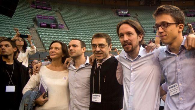Carolina Bescansa, Luis Alegre, Juan Carlos Monedero, Pablo Iglesias e Íñigo Errejón en Vistalegre I