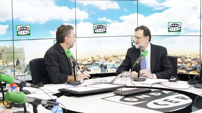 Rajoy provoca carcajadas tras su comentario sobre las lluvias y la bajada de la luz