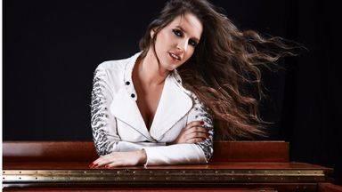 María Toledo lo confiesa: 'Te estoy amando locamente'... vea su último vídeoclip