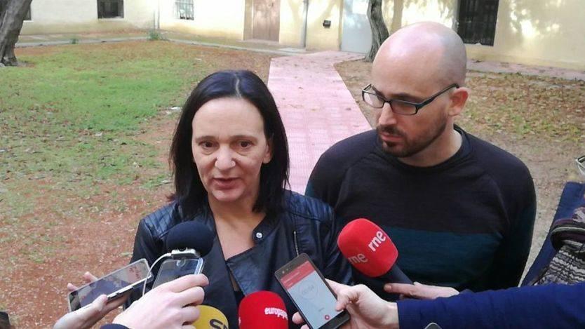 Carolina Bescansa y Nacho Álvarez durante una pausa del encuentro de Pensando Vistalegre