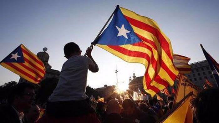 El Gobierno amenaza por primera vez con medidas duras si se convoca el referéndum catalán