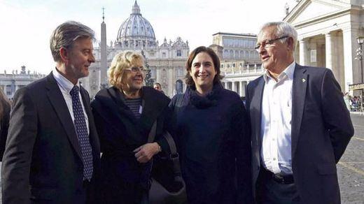 Carmena sigue los pasos de Colau en su batalla contra el 'expansionismo turístico' de hoteles y plataformas tipo Airbnb