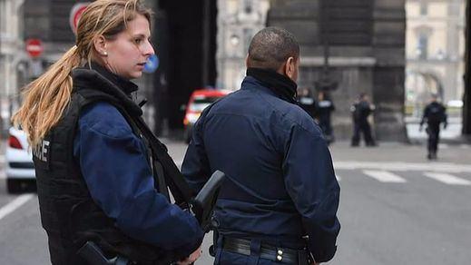 Un militar dispara en París a un presunto terrorista en las inmediaciones del Museo del Louvre