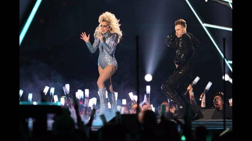 Lady Gaga da un toque a Trump con una versión del hombre cuya guitarra 'mataba fascistas'