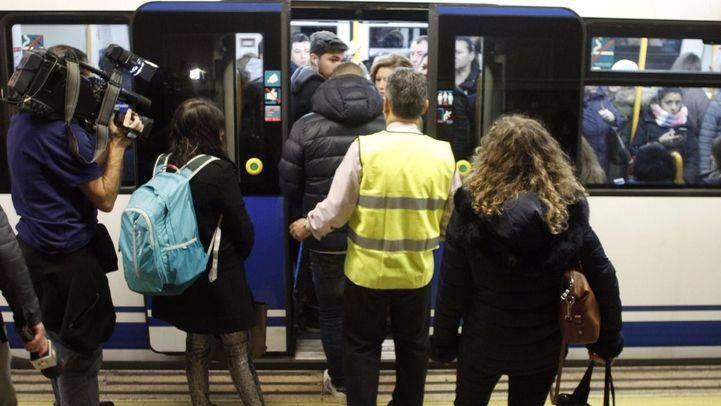 El Metro de Madrid, como el de Tokio: 'empujadores' en Línea 4 por saturación de viajeros