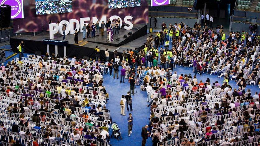 Vista del escenario y la pista en la primera Asamblea Ciudadana de Podemos