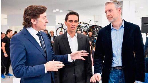 Contador, un gran y solidario campeón: presenta sus equipos de chavales jóvenes y su Fundación