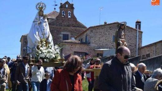180 euros de multa por hacer una 'peineta' a la Virgen
