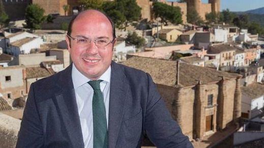 El PP sostiene al presidente de Murcia con una polémica lectura del pacto anticorrupción que firmó con C's