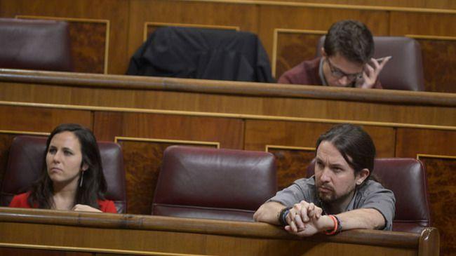 Cambio de asientos en el Congreso: Iglesias relega a Errejón a segunda fila y a Tania Sánchez al gallinero