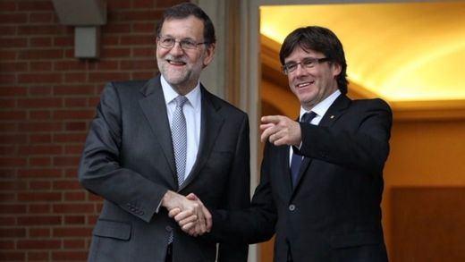 Todos 'mienten' para mantener el secreto: Puigdemont y Rajoy se vieron en Moncloa en enero