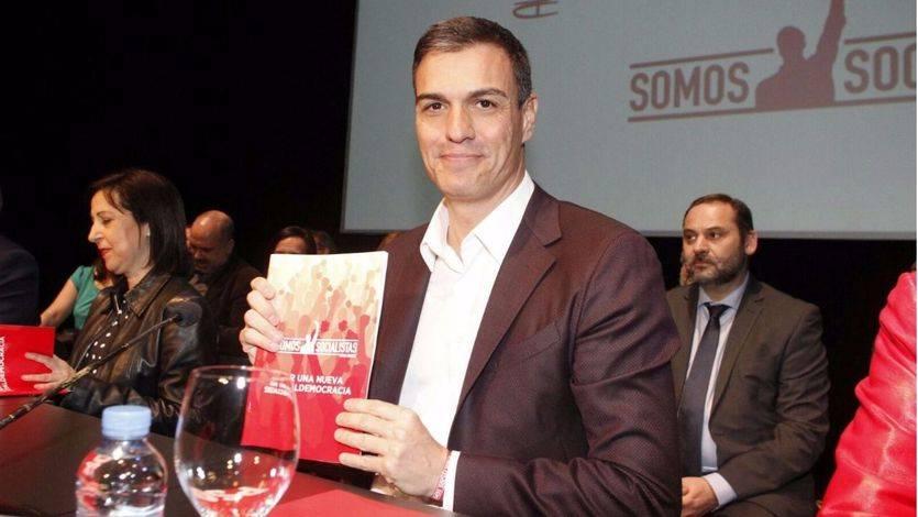 Sánchez: 'una versión absolutamente roja y radicalizada', dicen voces conservadoras del PSOE