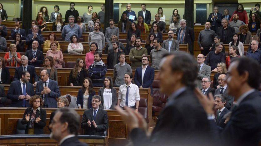 Momento en el que los diputados de Podemos se niegan a aplaudir a Mauricio Macri