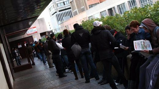 Empleo escatima 2.000 millones de presupuesto a 4 millones de desempleados