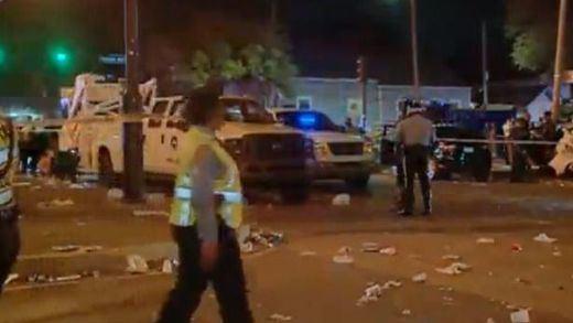 Un vehículo arrolla a una multitud en el carnaval de Nueva Orleans