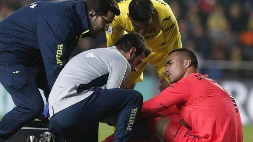 Peor, imposible: se confirma una nueva gravísima lesión de Asenjo en la rodilla izquierda
