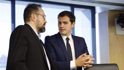 Rivera desiste del PP y buscará concretar las medidas de regeneración con PSOE y Podemos