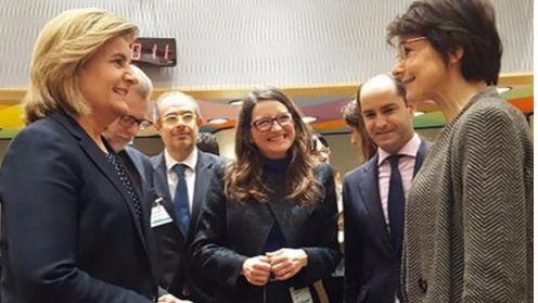 Báñez defiende en Bruselas que los parados puedan emigrar con todo el paro bajo el brazo