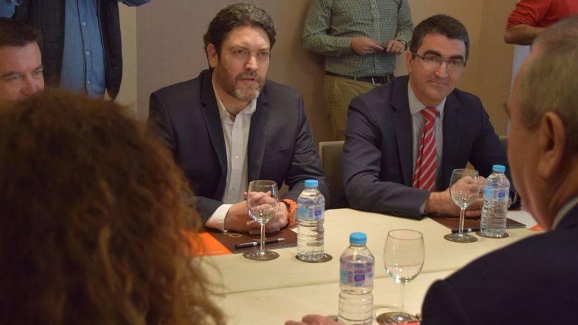 El portavoz de Ciudadanos Murcia, Miguel Sánchez, en la reunión con PSOE