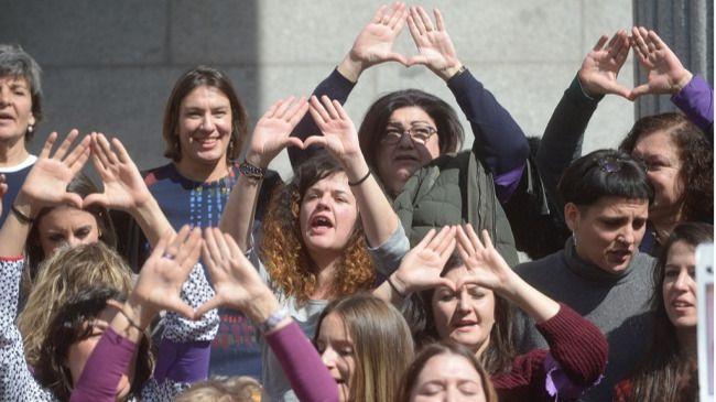 Paro de mujeres en el Congreso por una igualdad real y contra la violencia machista